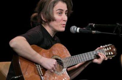 Ada Milea va cânta în fața Teatrului Nottara