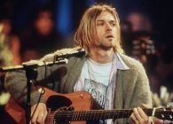 Celebrul pulover al lui Kurt Cobain s-a vândut la licitație pentru o sumă record
