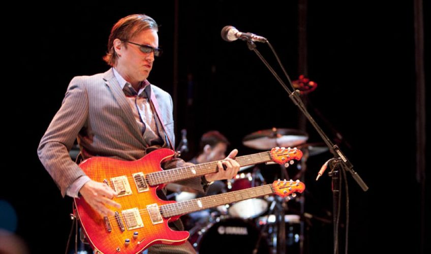 "(VIDEO) Joe Bonamassa a lansat videoclipul piesei ""When One Door Opens"""
