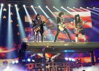 (VIDEO) Cele mai spectaculoase 10 intrări în scenă din lumea rockului