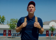 """Chris Martin eliberează copilul interior în noul videoclip Coldplay, """"Champion of the World"""""""