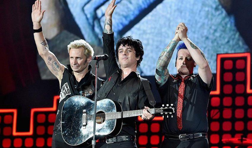 """Green Day: """"Rock'n'roll-ul te ajută să dansezi în timpul apocalipsei"""""""