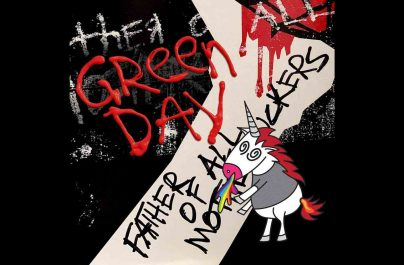 "Green Day a lansat albumul ""Father of All…"""