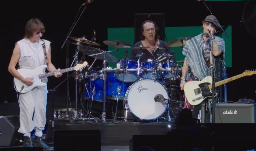 """Urmărește clipul """"Isolation"""", un cover al lui Johnny Depp și Jeff Beck"""