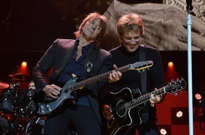 """Jon Bon Jovi spune că plecarea lui Sambora din trupă a cauzat """"durere și suferință"""""""