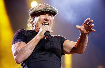 Motivul pentru care Brian Johnson poartă mereu emblematica șapcă